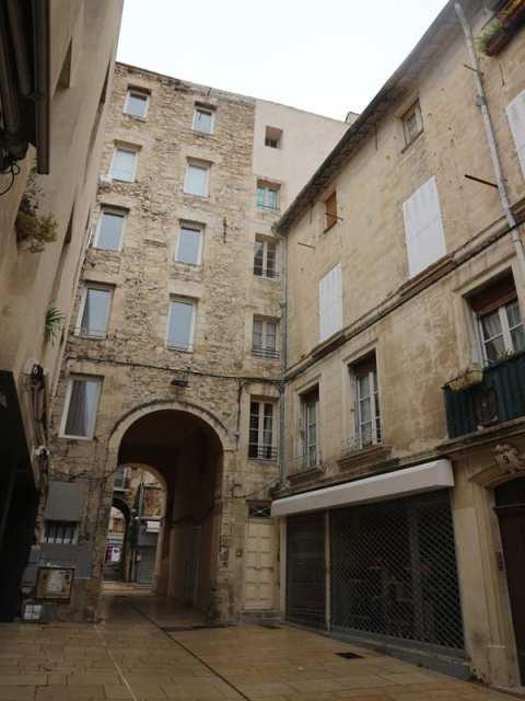 Portail de la Calandre, Place Jérusalem - Avignon, France - Où manger