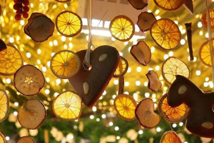 Décorations d'agrumes sur les marchés de Noël de la Côte d'Azur