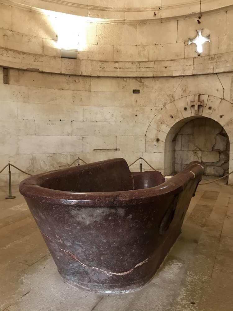 le bassin du mausolée de Théodoric à Ravenne