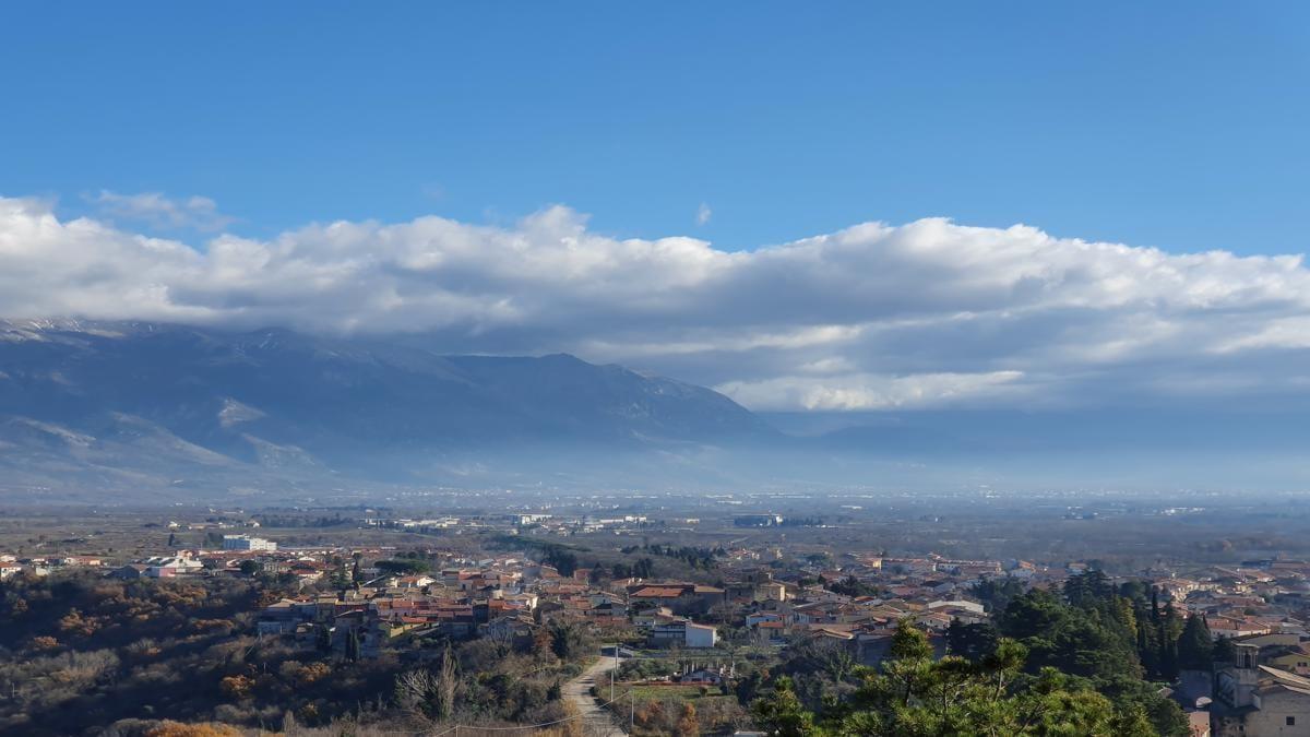 La vallée du Fucino et la tour Piccolomini –