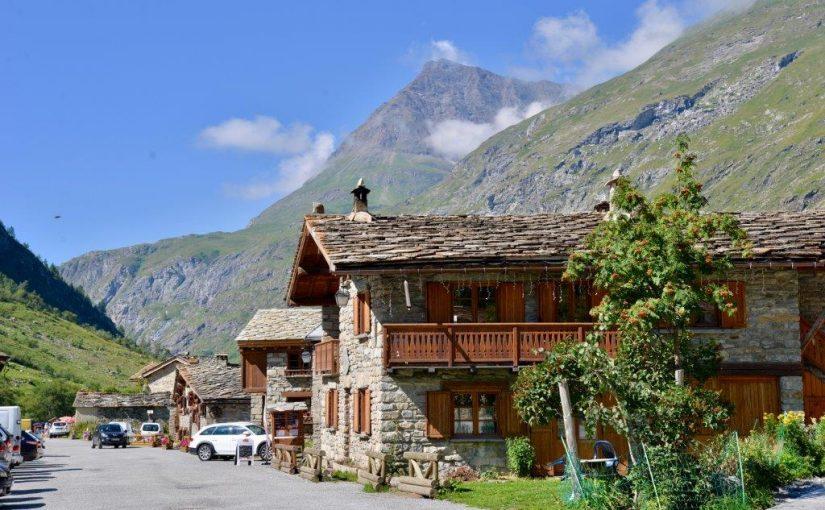 Col de l'Iseran et le village de Bonneval sur l'Ar -