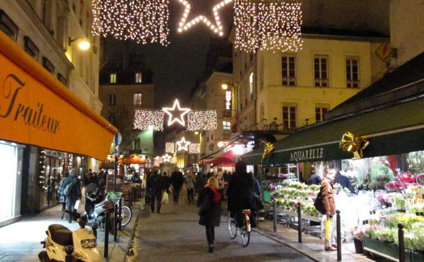 les marchés et les lumières rendent la capitale française encore plus belle -