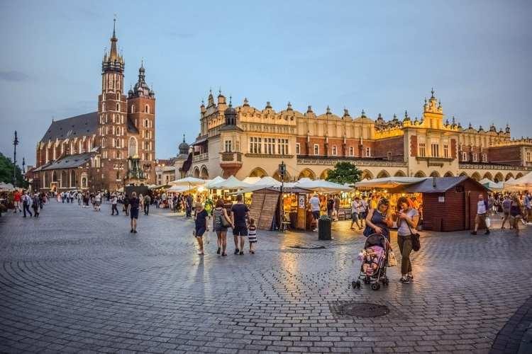 Place du marché principal et Sukiennice à Cracovie